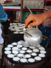 Making rice-and-coconut sweets in Thailand